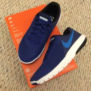 🆕 NIKE boys blue sneakers running shoes- 4Y wide